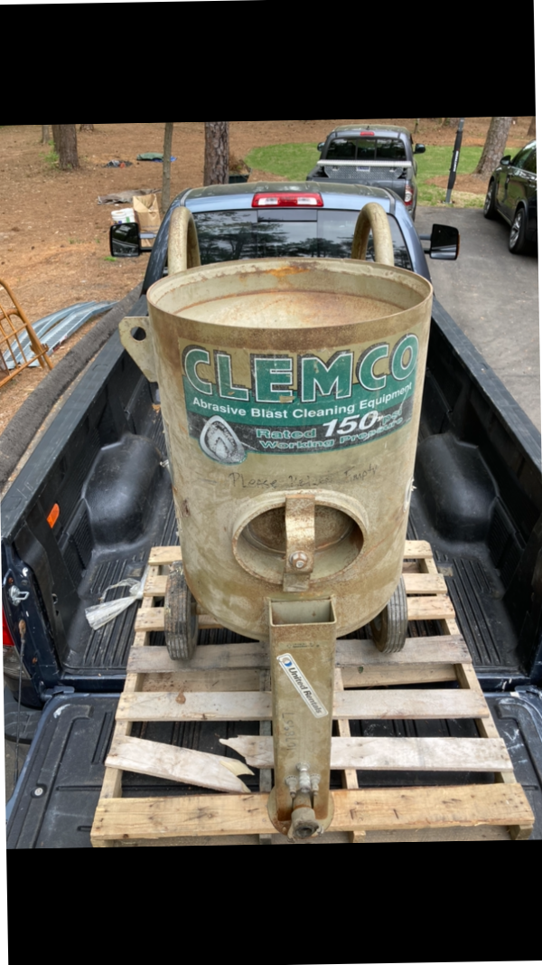 clemco 6 bag blast pot with hose and breath air can